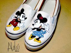 Zapatillas panchas Mickey & Minnie Vintage, pintadas a mano por Alelú! Pedilas en http://www.facebook.com/aleludeco