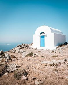 The right chapel for a wedding? This is going to be a special wedding! The little church is located on the top of an active volcano! Paros, Mykonos, Active Volcano, Greek Life, Travel Info, Greece Travel, Greek Islands, Plan Your Trip, Location