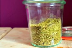 RECEPT: zelf bouillonpoeder (Maggiblok) maken - This Girl Can Cook Canning Recipes, Soup Recipes, Healthy Recipes, Recipies, Chutney, Food Dryer, Maggi, Homemade Seasonings, Dehydrated Food