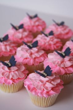 I found a picture of cupcakes on CC, but I cant remember who the original person was. Well, to them, thanks for the idea.