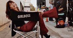 """RESENHA   SÉRIE """"GIRLBOSS"""" DA NETFLIX  A mais nova série original da Netflix mal estreou e já está dividindo opiniões por aí. """"Girlboss"""", adaptação do livro homônimo, conta a história de Sophia Amoruso, uma jovem que decide não se tornar uma adulta presa em um emprego e luta para se tornar a própria chefe e obter sucesso na vida. Saiba mais:  http://rumoahollywood.blogspot.com/2017/04/resenha-girlboss.html"""