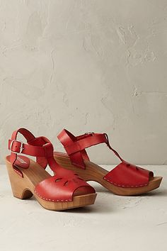 These look just like the shoes I used to wear to school in the '70's   Very comfortable - would love to have a pair again!