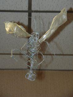 wesp 2 - studie van insecten vormgeven van 3d figuren dmv omwinden met ijzerdraad -- Reinhilde Debruyne