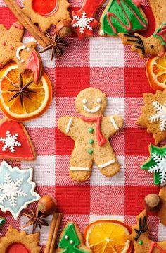 Una buena opción para tus adornos navideños pueden ser galletas navideñas decoradas. ¡No dañan al planeta ya que son biodegradables!