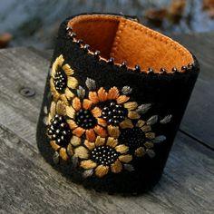 multi bursztyn (proj. agat.handmade), do kupienia w DecoBazaar.com Felt Bracelet, Felt Necklace, Beaded Cuff Bracelet, Beaded Brooch, Hand Work Embroidery, Felt Embroidery, Embroidery Jewelry, Fiber Art Jewelry, Textile Jewelry