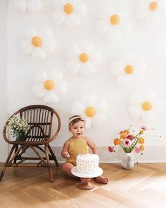 First Birthday Themes, Baby Girl First Birthday, Happy Birthday To Us, 1st Birthday Parties, Birthday Ideas, First Birthday Decorations, Birthday Cake, Daisy Party, Festa Party