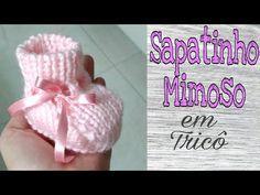 Sapatinho de Bebê em lã Mollet | Ana Alves - YouTube Baby Knitting Patterns, Knitting Socks, Free Knitting, Crochet Baby Shoes, Crochet Hats, Baby Coat, Baby Slippers, Crochet Videos, Baby Booties