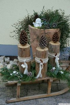 29 The Best Christmas Garden Decorations You Need To Try This Year - Dekoration Style Centerpiece Christmas, Christmas Garden Decorations, Diy Garden Decor, Holiday Decor, Table Decorations, Garden Ideas, Home Decoration, Garden Crafts, Outdoor Christmas