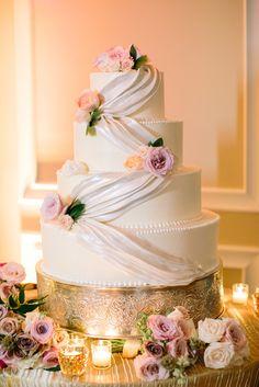 wedding cake idea; photo: CAROLINE FROST PHOTOGRAPHY