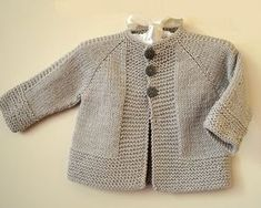 Simple and stylish quick knit top down - Knitting pattern by OGE Knitwear D. Simple and stylish quick knit from top to bottom - knitting instructions from OGE Knitwear Designs Source.Simple and stylish quick knit top down - simple, stylish top down j Baby Cardigan Knitting Pattern Free, Baby Sweater Patterns, Knitted Baby Cardigan, Knit Baby Sweaters, Baby Knitting Patterns, Kimono Pattern Free, Toddler Sweater, Loom Patterns, Baby Patterns
