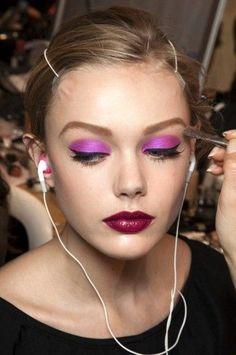 Beautiful purple eyes. Love this beauty trend!