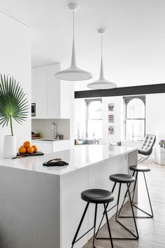 Homepolish interior designer Nicole Watts strips the bachelor pad down to its graphic and groovy essence in this minimalist NYC kitchen.