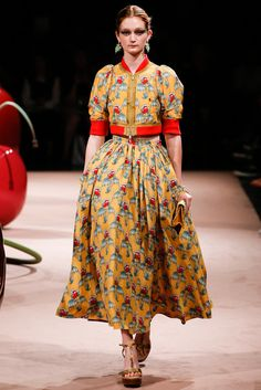 See all the Collection photos from Undercover Spring/Summer 2015 Ready-To-Wear now on British Vogue Vogue Fashion, Fashion News, Fashion Show, Fashion 2015, Color Fashion, Fashion Details, Runway Fashion, Fashion Women, Dresses For Teens