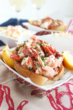 Fish Discover The Very BEST Lobster Roll Recipe // Video - The Suburban Soapbox Looking for a last minute Labor Day meal? Try these Easy Classic Lobster Rolls Lobster Roll Recipes, Fish Recipes, Seafood Recipes, Appetizer Recipes, Cooking Recipes, Lobster Rolls, Lobster Sandwich, Vegetarian Recipes, Pastry Recipes