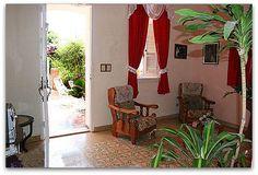 Detalle entrada de la casa Ladder Decor, Curtains, Home Decor, Home Entrances, Havana, Apartments, Blinds, Decoration Home, Room Decor
