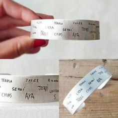 Pulsera para las profes, con los nombres de los peques, con su puñito y letra!  https://shop.tassjoies.com/productos/pulsera-personalizada-nombres-ninos