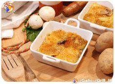 Teglia di Patate e Funghi al forno, ricetta per un secondo a base di patate e funghi con un cuore di mozzarella filante. Il gusto è impreziosito da una crosticina croccante di pangrattato aromatizzato lungo la superficie, offrendo un'esplosione di sapori ad ogni morso.
