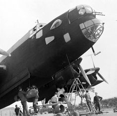 bmashina: Preparation for combat mission British bomber Handley Page Halifax Ww2 Aircraft, Military Aircraft, Westland Whirlwind, Handley Page Halifax, Ww2 Planes, Battle Of Britain, Nose Art, Royal Air Force, Wwii