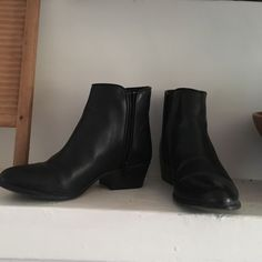 Steve Madden leather booties Very cute ankle booties in leather. Worn 3 times. Steve Madden Shoes Ankle Boots & Booties