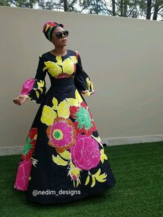 These ankara maxi dress styles are trending and has become a custom to most women who do not want to wear too tight or fitted dresses especially in heat periods and during pregnancy Ankara Maxi Dress, African Maxi Dresses, African Fashion Ankara, African Fashion Designers, African Print Fashion, Africa Fashion, African Attire, African Wear, African Women