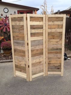 Handmade Primitive Room Divider / Movable Wall / Screen made from Antique Looking Wood - 5 10 Tall with Three Panels - Beautiful! Wooden Pallet Projects, Wooden Pallet Furniture, Pallet Crafts, Wooden Pallets, Diy Furniture, Antique Furniture, Furniture Plans, Antique Wood, Furniture Movers