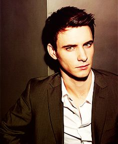 harry lloyd gif