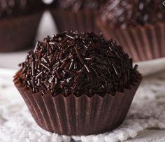 5 Νηστίσιμα γλυκά που πρέπει να δοκιμάσεις! | ediva.gr My Recipes, Sweet Recipes, Cake Recipes, Dessert Recipes, Cooking Recipes, Desserts, Tostada Recipes, Rum Balls, Valentines Food