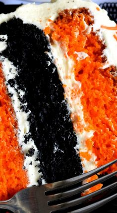 What's Halloween without black and orange? This cake, although simple to make, looks super impressive. Halloween Pumpkin Cake with Cream Cheese Frosting will surely impress all of your favourite little trick or treater's! Pumpkin Recipes, Fall Recipes, Holiday Recipes, Halloween Snacks, Halloween Cakes, Halloween Party, Homemade Halloween, Old Cake Recipe, Cake With Cream Cheese