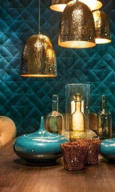 Wallpaper Elitis Home interior decor inspiration Gold Bedroom, Bedroom Decor, Bedroom Sets, Interior Decorating, Interior Design, Teal And Gold, Cafe Interior, Colorful Interiors, Decor Styles