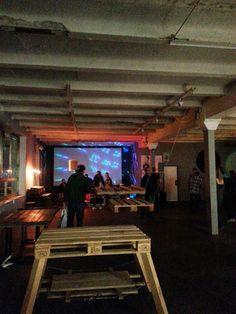 Pallet tafel en hangende schommel of tafel aan kabels (berlin)