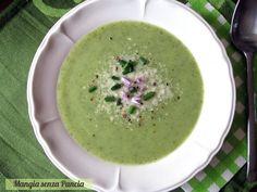 Verde di colore e verde di sapore questo squisito passato di zucchine è leggero, facile e veloce da preparare.
