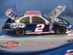 Action  1:24 Scale Die-Cast Rusty Wallace #2 '03 Miller Lite Dodge Intrepid Stock Car Replica