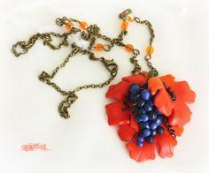 www.sysimust.com Polümeersavist viinamarjakobaraga kaelaehe. Necklace with polymer clay grapes.