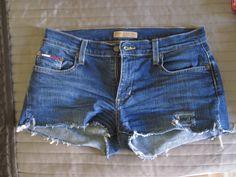 El arte de las cosas nimias: DIY: Convierte tus antiguos pantalones largos en perfectos shorts deshilachados