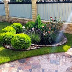 40 simple yet wonderful front yard landscaping designs free ideas 7 Backyard Hill Landscaping, Small Front Yard Landscaping, Landscaping Images, Backyard Garden Design, Townhouse Landscaping, Small Gardens, Outdoor Gardens, Garden Design Plans, Garden Yard Ideas