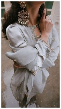 Superb earrings and silver dress Pakistani Couture, Pakistani Dress Design, Pakistani Outfits, Dress Indian Style, Indian Look, Indian Dresses, Indian Wedding Outfits, Indian Outfits, Wedding Dresses
