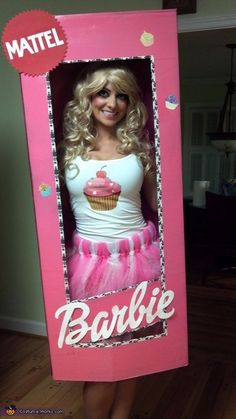 Homemade Costumes for Women - a huge gallery of DIY Halloween costumes! This is your new Halloween costume! Barbie Halloween Costume, Original Halloween Costumes, Homemade Halloween Costumes, Halloween Costume Contest, Halloween Kostüm, Diy Halloween Costumes, Holidays Halloween, Barbie Box Costume, Zombie Barbie