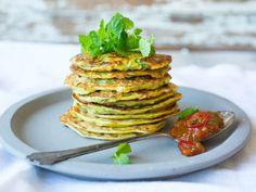 Squashpannekaker med tomat- og ingefærchutney Garam Masala, Chutney, Veggie Recipes, Scones, Avocado Toast, Pancakes, Veggies, Tasty, Breakfast