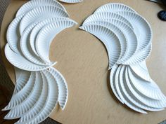 DIY Angel Wings made with paper plates. could make some pretty sweet wings for kids halloween costume . Costume Halloween, Fall Halloween, Halloween Crafts, Holiday Crafts, Holiday Fun, Halloween Decorations, Halloween Unicorn, Anime Halloween, Diy Angel Wings