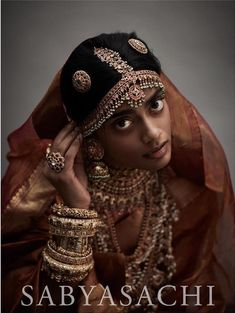 Classic South Indian wedding jewellery by Sabyasachi in 22 karat gold, studded with rubies, emeralds, Basra and Japanese cultured pearls. South Indian Bridal Jewellery, Indian Bridal Fashion, Indian Wedding Jewelry, Indian Jewelry, Bridal Jewelry, Silver Jewelry, Bridal Shoes, Traditional Indian Jewellery, South Indian Weddings