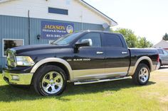 2011 Dodge Ram Laramie 1500 4x4 Crew Cab w/Ram Boxes –TOP OF THE LINE!  29,990 +tax or 251 bi-weekly oac with no money down, payment includes tax & transfer oac (finance online at www.jacksonmotors.ca)