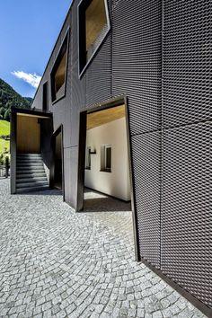 Moderne Architektur Trifft Auf Idyllische Bergwelt. Wie Erzeugt Man Einen  Reizvollen Kontrast? Indem Man