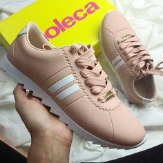 #tenis #style #moleca #modafeminina #sneaker #tenisfeminino Adidas Sneakers, Shoes Sneakers, I Love My Shoes, Shoe Art, Tumblr Girls, Beautiful Shoes, Footwear, Nike Casual, Heels