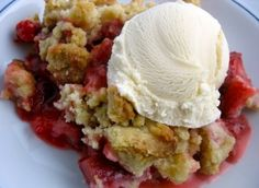 Strawberry Rhubarb Crumble - Flavour Curator - http://flavourcurator.ca/recipes/desserts/strawberry-rhubarb-crumble/