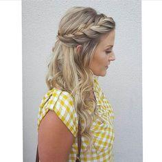 A French side braid by @nikki_m_hair_ 🌻