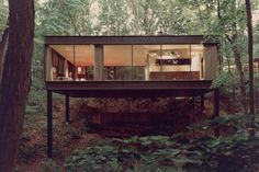 Image 3 of 8 from gallery of From Psychopath Lairs to Superhero Mansions: How Cinema and Modernist Architecture Called A Truce. Ben Rose House, designed by A. Image via Mid-Centuria. Cabins In The Woods, House In The Woods, Rose House, Casas Containers, Forest House, Home Fashion, Interior Architecture, Beautiful Architecture, Modern Interior