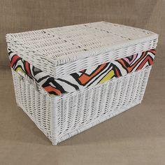 Wiklinowy kufer z płaskim wiekiem - biały z obszyciem ( LYNDBY )