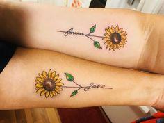 Mother & Daughter Tattoo - Sunflowers - Mom tatto - Tattoo World Sunflower Tattoo Shoulder, Sunflower Tattoo Small, Sunflower Tattoos, Mommy Daughter Tattoos, Tattoos For Daughters, Sister Tattoos, Mom Daughter, Unique Tattoos, Small Tattoos