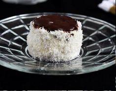 Hólabda vagy kozák sapka. Krémes, puha, kókuszos, csokis. Kell ennél több? - Blikk Rúzs Vanilla Cake, Cheesecake, Pudding, Food, Minden, Cheesecake Cake, Flan, Puddings, Cheesecakes