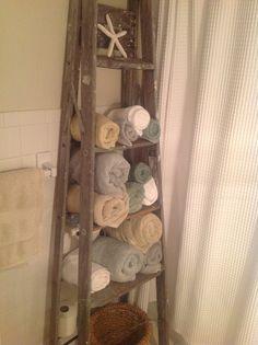 Old ladder for towels Old Ladder, Ladder Decor, Towels, Bathrooms, Cottage, Cabin, Boys, Cute, Home Decor